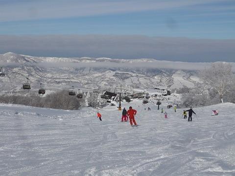天然雪100%、広大な「野沢温泉スキー場」。